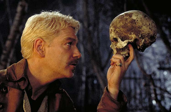 a comparison of hamlet in play and movie form Hamlet comparison essayscomparison contrast of hamlet the play to the movie hamlet by william shakespeare is a story about a king that was murdered by his brother and the prince has been asked by his father's ghost to avenge his murder.